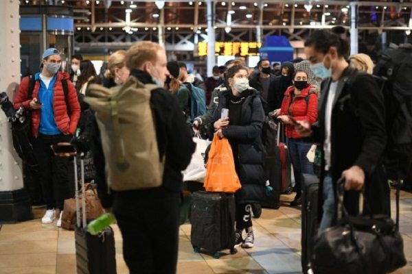 Londoners leaving In droves to avoid Tier 4