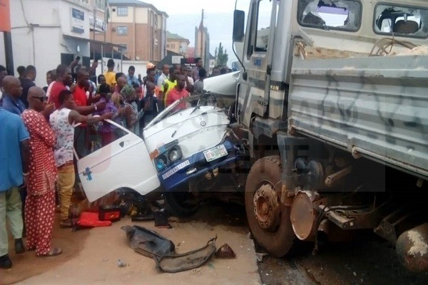 Truck crushes a commercial vehicle carrying people in Benin City